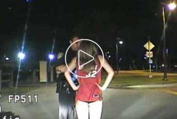 Részeg, nadrág nélküli csini csaj közúti ellenőrzésbe fut!