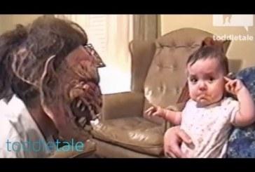 A kislány jobban kedveli aput a rémisztő maszkban, mint anélkül :D