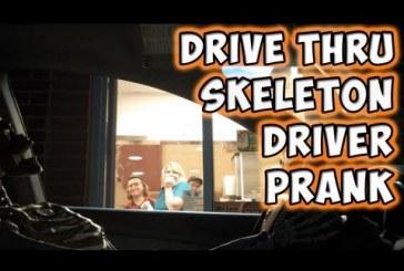 Mikor a csontváz elmegy a mekibe kajálni az eladók halálra rémülnek