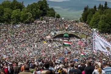 Így énekelte több százezer magyar a Himnuszt Csíksomlyón!