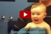Nyolc hónapos kisbaba utánozza a tükörben apukáját! Nagyon édesek!