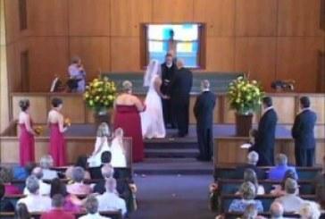 Váratlan dolog történt az esküvőn! Nem igazán tetszett a násznépnek!