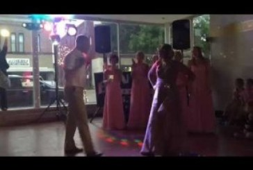 A valaha látott legszuperebb esküvői tánc! Őrjöngött az egész násznép!