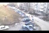 Az orosz, K1-es vár a parkolóhelyre, de bevág elé egy csapat bunkó. Durván intézi el a dolgot!