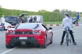 Nem fogod elhinni, amit látsz! Ferrari vs bicikli…  333 km/h