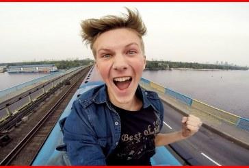 Elképesztően jó videó ahogy a srác a metró tetején ride-ol