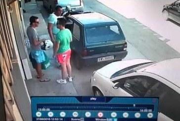 Nézd meg mit tesz az erősember, miután meglátta, hogy a kocsijára elöl-hátul ráparkoltak