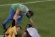 A görög betegszállítók a sérült focistán töltötték ki a dühüket