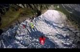 11 szárnyas repülő csodálatos ugrása a sziklák között
