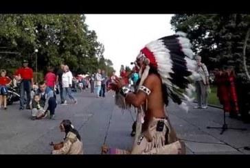 Utcai indiánzene élőben – Ez gyönyörű szép, hallgasd meg!