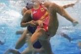 Víz alatti felvétel készült, hogy milyen elképesztő sport a női vízilabda