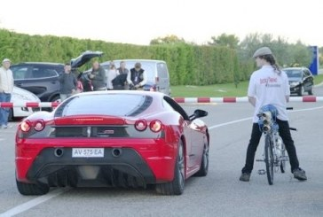 Biciklivel kiállni gyorsulási versenyre egy Ferrari ellen…