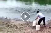 Ilyet még nem láttál: így lehet igazán könnyen halat fogni! – Videó
