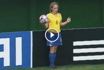 Ahogy ez a brazil lány végzi a bedobást, úgy senki más nem tudja! – Videó