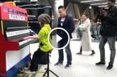A 9 éves kislány leült a publikus zongorához – Ha nem hallom, nem hiszem el, hogy így játszik!