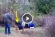 Ez a kutya egész életében láncra volt kötve, de nézd mi történik miután a férfi kiszabadítja fogságából